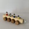 Karo Holzspielwaren – Rollwägeli mit Figuren