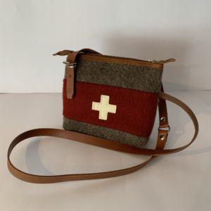 Karlen – Umhängetasche mit CH-Kreuz klein WD 21