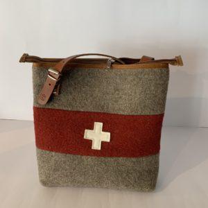 Karlen – Umhängetasche mit CH-Kreuz gross WD 22